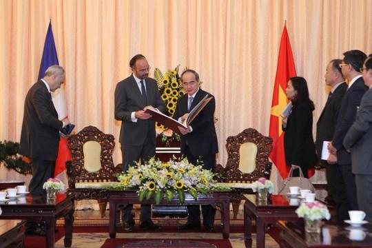 Thủ tướng Pháp nắm tay thân mật Bí thư Nguyễn Thiện Nhân - Ảnh 5.