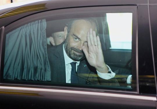Thủ tướng Pháp nắm tay thân mật Bí thư Nguyễn Thiện Nhân - Ảnh 7.