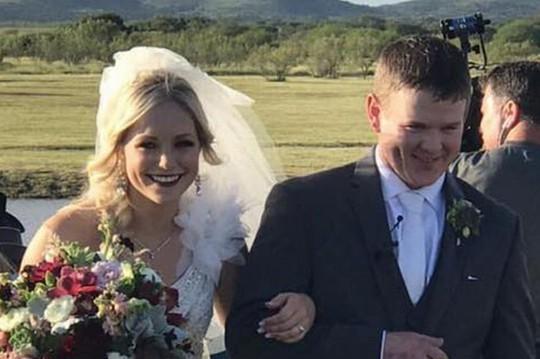 Cô dâu chú rể thiệt mạng ngay khi rời đám cưới - Ảnh 1.