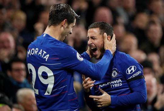 Tung đòn trừng phạt khủng khiếp, Man City và Chelsea trở lại đỉnh bảng - Ảnh 7.