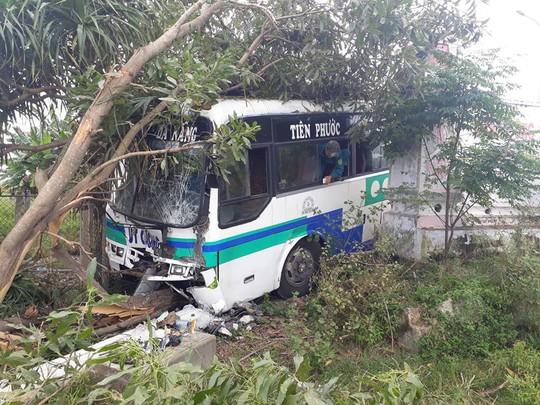 Quảng Nam: 2 vụ tai nạn xe khách liên tiếp, một người chết - Ảnh 1.