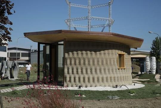 Nhà xây bằng công nghệ in 3D làm từ... bùn - Ảnh 1.