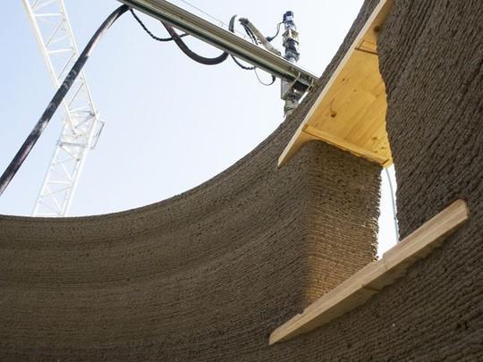 Nhà xây bằng công nghệ in 3D làm từ... bùn - Ảnh 4.