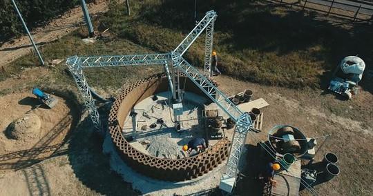 Nhà xây bằng công nghệ in 3D làm từ... bùn - Ảnh 6.