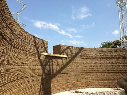 Nhà xây bằng công nghệ in 3D làm từ... bùn - Ảnh 7.