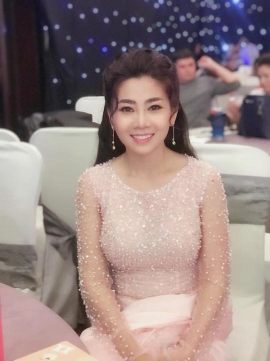 Diễn viên Mai Phương trở lại sân khấu dù đang trị bệnh - Ảnh 4.