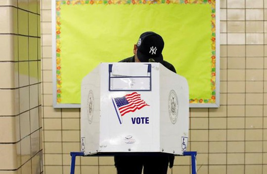 Bầu cử Mỹ: Kỷ lục sớm, máy bỏ phiếu trục trặc và bức ảnh cảm động của ông McCain - Ảnh 4.