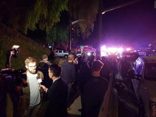 Mỹ: Xả súng kinh hoàng tại California, nạn nhân nằm la liệt - Ảnh 4.