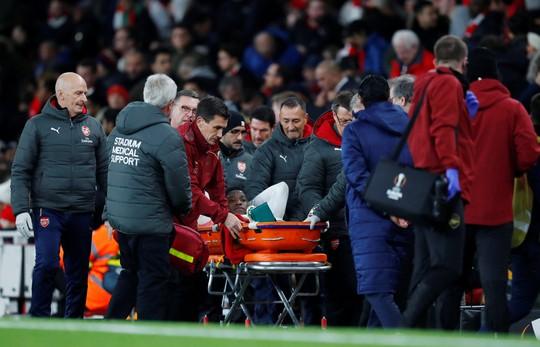 Welbeck cấp cứu thở oxy, Arsenal đi tiếp tại Europa League - Ảnh 4.