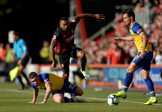 Xé lưới Man United, Callum Wilson nhận quà từ tuyển Anh - ảnh 2