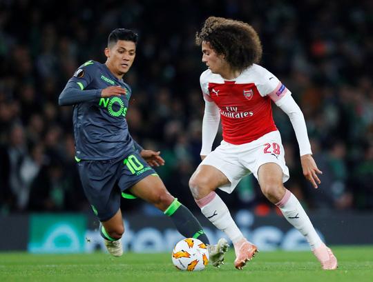 Welbeck cấp cứu thở oxy, Arsenal đi tiếp tại Europa League - Ảnh 1.