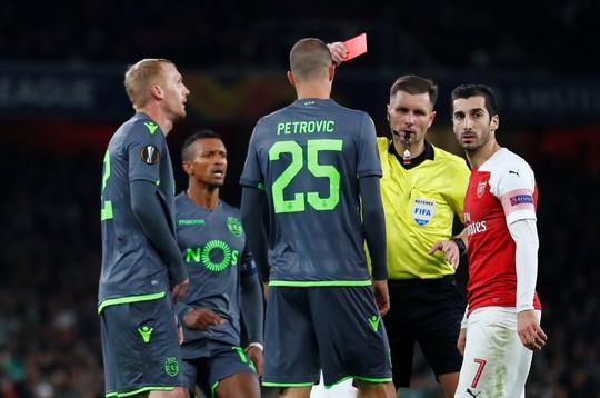 Welbeck cấp cứu thở oxy, Arsenal đi tiếp tại Europa League - Ảnh 6.