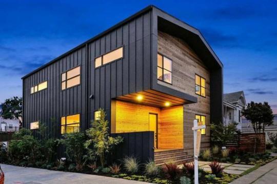 Ngôi nhà gỗ đơn giản bên ngoài, hiện đại bên trong - Ảnh 2.