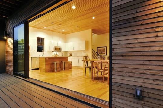 Ngôi nhà gỗ đơn giản bên ngoài, hiện đại bên trong - Ảnh 5.