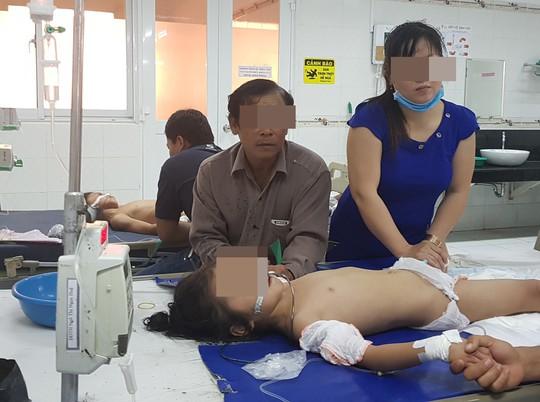 Nghi án cha bỏ thuốc sâu vào sữa đầu độc 3 con - Ảnh 1.