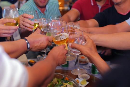 Rượu và thuốc không phải là…rượu thuốc - Ảnh 1.