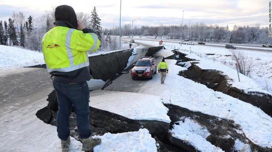 Bang Alaska thiệt hại nặng sau trận động đất mạnh bất thường - Ảnh 1.