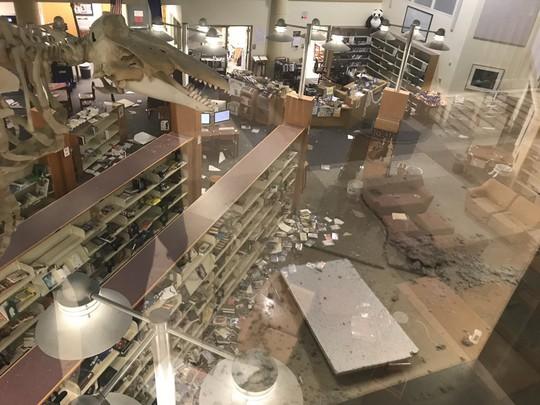 Bang Alaska thiệt hại nặng sau trận động đất mạnh bất thường - Ảnh 8.