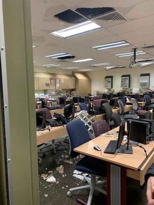 Bang Alaska thiệt hại nặng sau trận động đất mạnh bất thường - Ảnh 9.