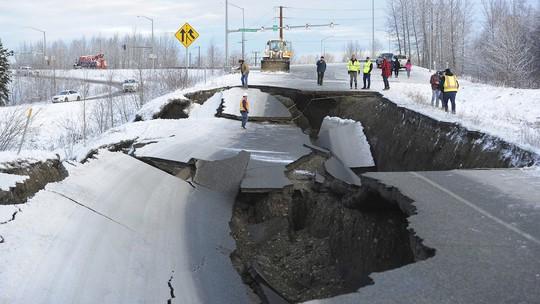Bang Alaska thiệt hại nặng sau trận động đất mạnh bất thường - Ảnh 3.