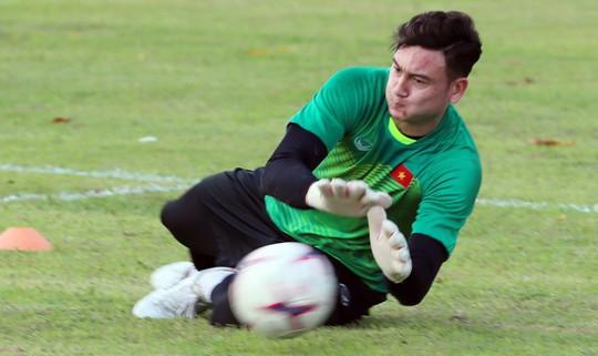 Đặng Văn Lâm lọt top 5 thủ môn xuất sắc nhất châu Á - Ảnh 2.