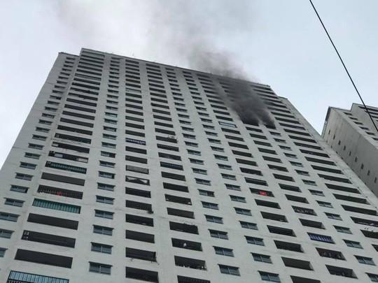 Phát hiện thi thể phụ nữ trong vụ cháy tại chung cư Linh Đàm - Ảnh 1.