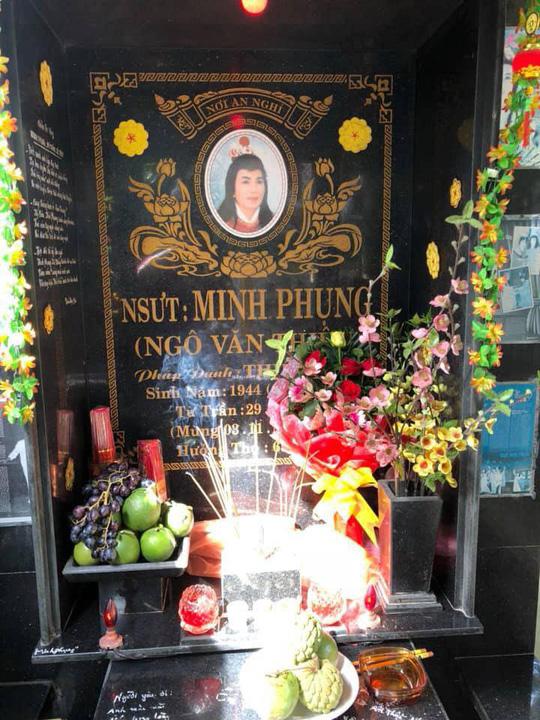 Minh Vương hóa thân ông già Noel trong ngày giỗ Minh Phụng - Ảnh 3.