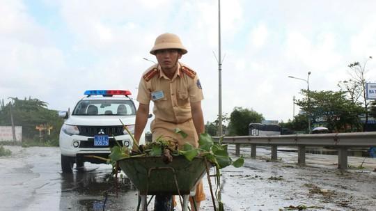 Quốc lộ 1 qua Quảng Nam chính thức thông tuyến sau 2 ngày tê liệt - Ảnh 2.
