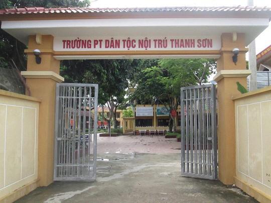 Điều tra thông tin hiệu trưởng THCS lạm dụng tình dục hàng chục học sinh - Ảnh 1.
