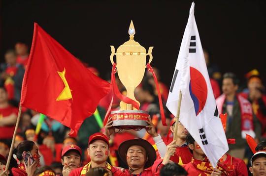 Khắp nơi xuống đường mừng chức vô địch AFF Cup 2018 - Ảnh 7.