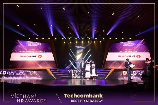 Techcombank thắng lớn tại Vietnam HR Awards 2018 - Ảnh 1.