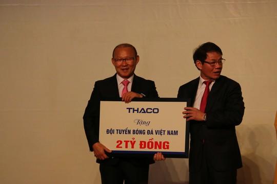 HLV Park Hang-seo tặng 100.000 USD tiền thưởng cho trẻ em nghèo, bóng đá trẻ - Ảnh 2.