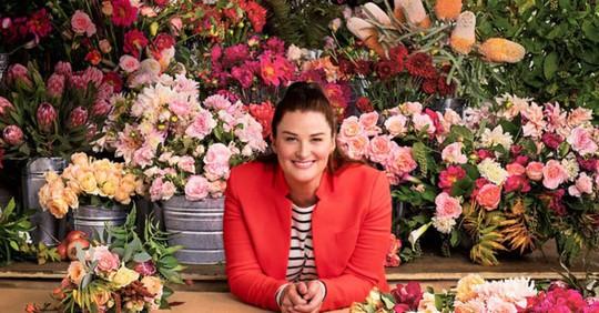 Cô gái Mỹ kiếm triệu USD từ bán hoa - Ảnh 1.
