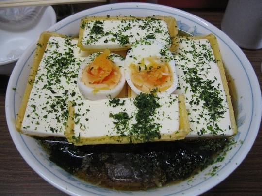 Món mì ramen trộn kem ốc quế khó hiểu của người Nhật - Ảnh 3.