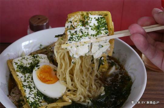 Món mì ramen trộn kem ốc quế khó hiểu của người Nhật - Ảnh 4.