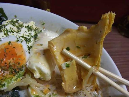 Món mì ramen trộn kem ốc quế khó hiểu của người Nhật - Ảnh 7.