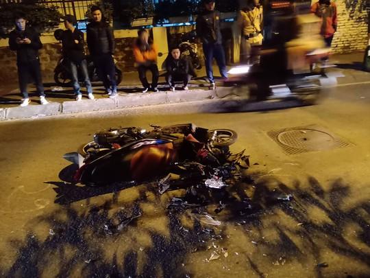 Người phụ nữ lái Lexus tông hàng loạt phương tiện, ít nhất 6 người nhập viện - Ảnh 2.