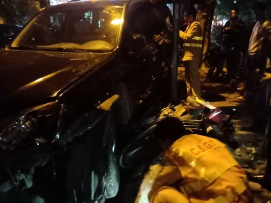 Người phụ nữ lái Lexus tông hàng loạt phương tiện, ít nhất 6 người nhập viện - Ảnh 3.