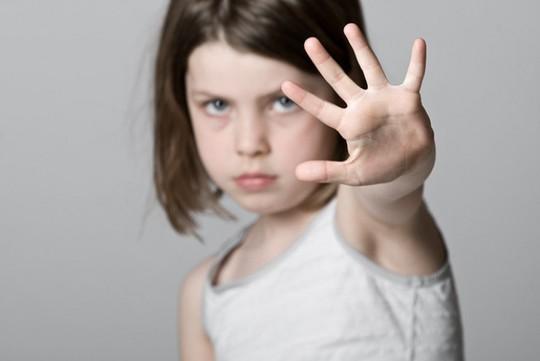 Cần dạy trẻ trai về xâm hại tình dục để biết phản kháng, thoát thân - Ảnh 2.