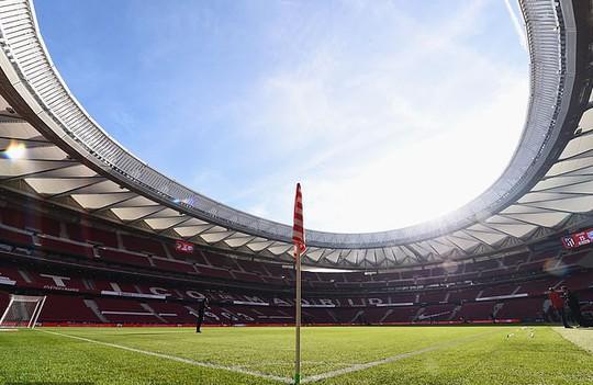 Ronaldo chờ thử sân đá chung kết Champions League - Ảnh 4.