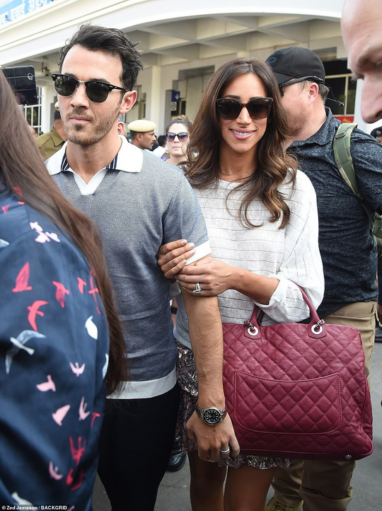 Đám cưới lung linh của cựu Hoa hậu Thế giới và phi công Nick Jonas - Ảnh 5.