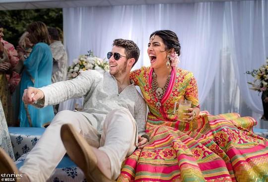 Đám cưới lung linh của cựu Hoa hậu Thế giới và phi công Nick Jonas - Ảnh 1.