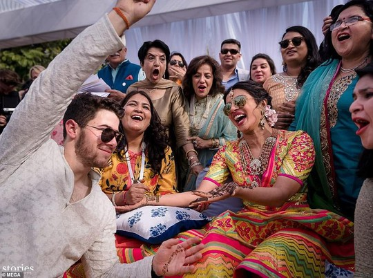 Đám cưới lung linh của cựu Hoa hậu Thế giới và phi công Nick Jonas - Ảnh 2.