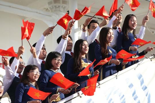 Tàu Nhật Bản chở 326 thanh niên ưu tú cập cảng Cát Lái - Ảnh 2.
