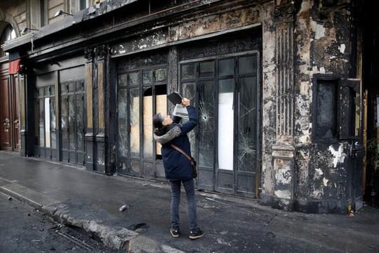 """Bạo loạn """"áo ghi-lê vàng"""": Không còn nhận ra trung tâm Paris! - Ảnh 8."""