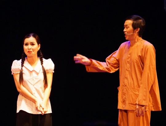 Hoài Linh khiến khán giả khóc, cười với Giấc mộng đêm xuân - Ảnh 3.