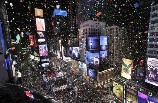 Người Mỹ đón năm mới ở Quảng trường Thời đại ra sao trong 115 năm qua? - Ảnh 15.