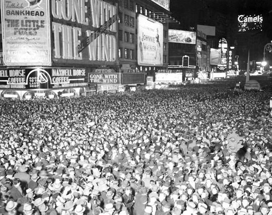 Người Mỹ đón năm mới ở Quảng trường Thời đại ra sao trong 115 năm qua? - Ảnh 3.