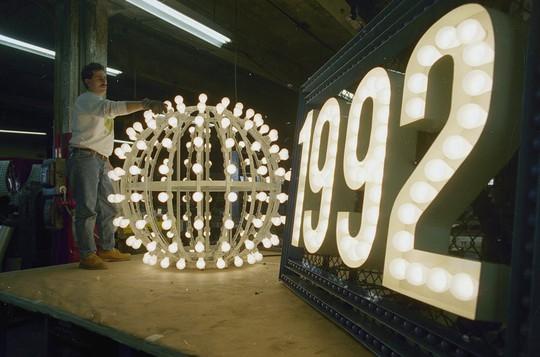 Người Mỹ đón năm mới ở Quảng trường Thời đại ra sao trong 115 năm qua? - Ảnh 9.
