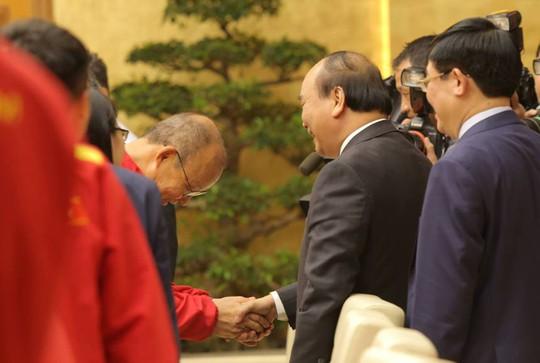Thủ tướng Nguyễn Xuân Phúc: Niềm tin vào đội tuyển Việt Nam rất lớn - Ảnh 1.